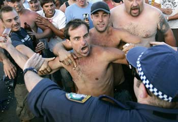 the cronulla riots - only a surfer knows the feeling (3/4)