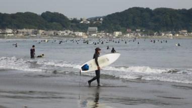 kamakura-beach-surfboard.jpg